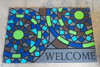 Paint an Old Outdoor Welcome Mat and Make it New Again!